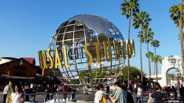 entrance-to-universal-studios-hollywood-with-LA-limos-for-rent-in-los-angeles-ca-2016